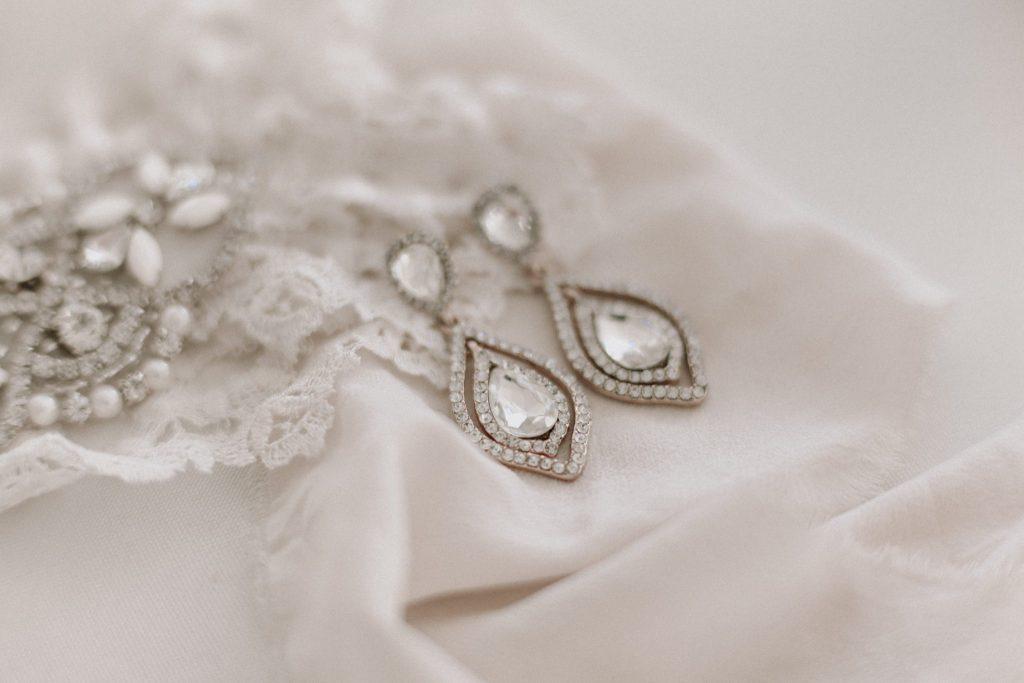bride, wedding photographer, earrings
